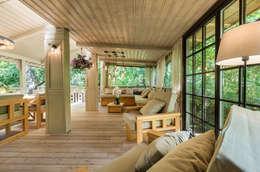 Hiên, sân thượng by Tony House Interior Design & Decoration