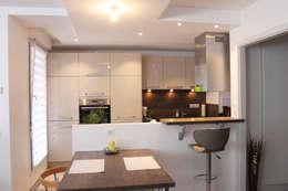 cuisine équipée: Cuisine de style de style Moderne par Agence ADI-HOME