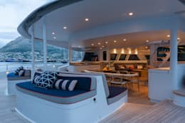 Outdoor chill and dining area: mediterranean Yachts & jets by ONNAH DESIGN