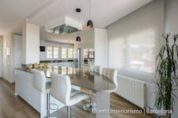 Vivienda en Cesalpina: Cocinas de estilo moderno de Gramil Interiorismo II