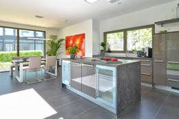 ห้องครัว by Büdenbender Hausbau GmbH