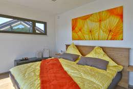 ห้องนอน by Büdenbender Hausbau GmbH