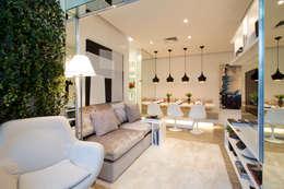 Chris Silveira & Arquitetos Associados: modern tarz Oturma Odası