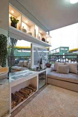 Terrace by Chris Silveira & Arquitetos Associados