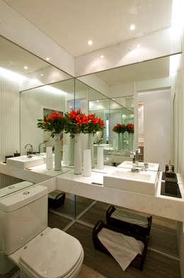 modern Bathroom by Chris Silveira & Arquitetos Associados