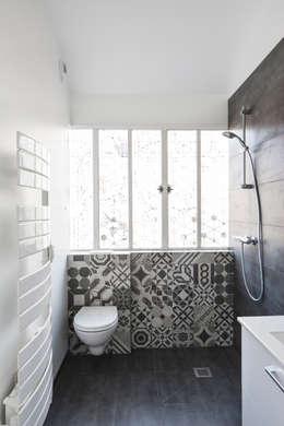 12 id es pour moderniser une salle de bain moindre co t. Black Bedroom Furniture Sets. Home Design Ideas