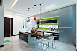 Contemporarily Dashing | BUNGALOW: modern Kitchen by Design Spirits
