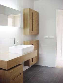 Appartement Neuilly sur Seine: Salle de bain de style de style Minimaliste par 111 architecture