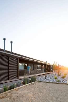 Casas de estilo moderno por SUN Arquitectos