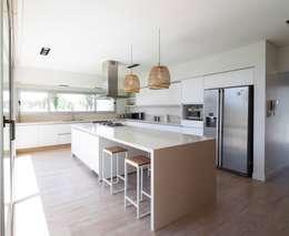 Salas / recibidores de estilo moderno por DMS Arquitectura