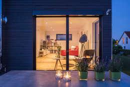 Projekty, nowoczesne Domy zaprojektowane przez KitzlingerHaus GmbH & Co. KG