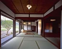 大朝の家 古民家再生工事: TOM建築設計事務所が手掛けたです。