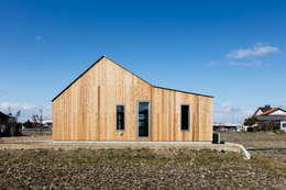 บ้านและที่อยู่อาศัย by hm+architects