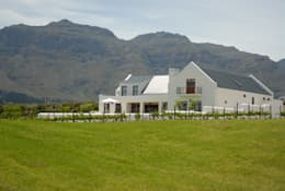House Grobler, De Zalze Winelands & Golf Estate (Stellenbosch): minimalistic Houses by Reinier Brönn Architects & Associates