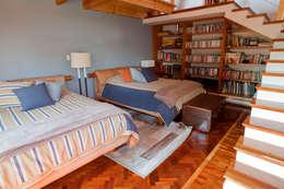 Dormitorios de estilo  por Erika Winters Design