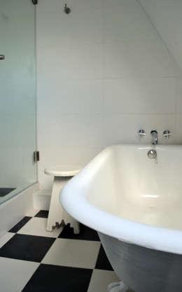 DEPTO. PSV.: Baños de estilo minimalista por ESTUDIO BASE ARQUITECTOS