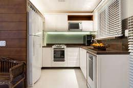 colonial Kitchen by Craft-Espaço de Arquitetura