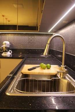 Cocinas de estilo moderno por Studio²