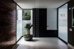 Corredores e halls de entrada  por ADI / arquitectura y diseño interior
