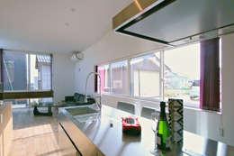 キッチン02: 加藤淳一級建築士事務所が手掛けたキッチンです。