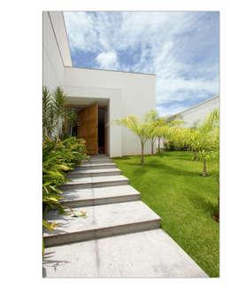 Casas de estilo moderno por Andréa Buratto Arquitetura & Decoração