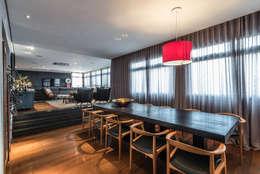 Comedores de estilo moderno por Andréa Buratto Arquitetura & Decoração