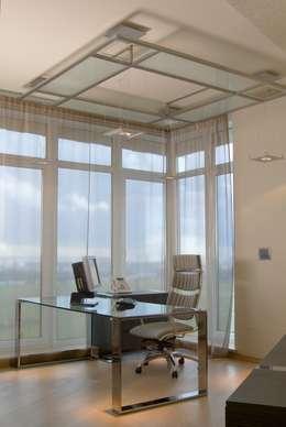 Фото интерьера кабинета в стиле хай-тек: Рабочие кабинеты в . Автор – Архитектурное бюро 'Дом-А'