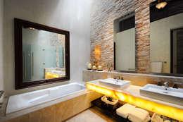 حمام تنفيذ Ancona + Ancona Arquitectos