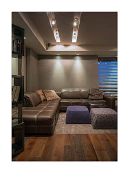 Homes: eclectic Living room by Rakeshh Jeswaani Interior Architects