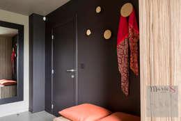 Pasillos, vestíbulos y escaleras de estilo  por Marie'S Home