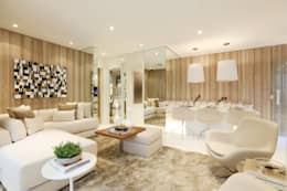Salon de style de style Moderne par Chris Silveira & Arquitetos Associados
