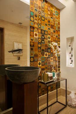 minimalistic Bathroom by Hobjeto Arquitetura