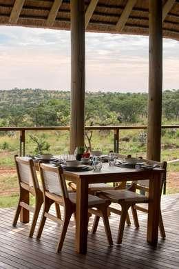 Mhondoro, een Lodge in Zuid-Afrika:  Terras door All-In Living