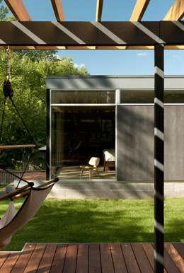 Rumah by KUBE Architecture