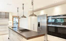 Felsted - Essex: modern Kitchen by en masse bespoke