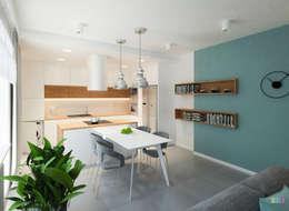 Z widokiem na zalew: styl , w kategorii Jadalnia zaprojektowany przez Kolorum Projektowanie Wnętrz