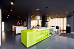 مطبخ تنفيذ Atelier fernando alves arquitecto l.da
