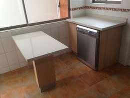 Кухни в . Автор – N.Muebles Diseños Limitada