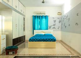 Asfiya Residence: modern Bedroom by V5 Design Studio