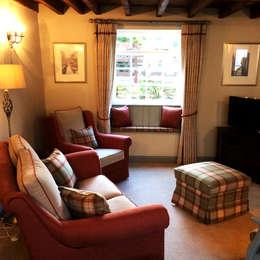 Interiors at Nine to Eleven: kırsal tarz tarz Oturma Odası