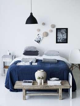 Dormitorios de estilo  por Design for Love