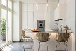 Architecture intérieure: Cuisine de style de style Moderne par François Guillemin
