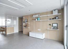 moderne Mediakamer door JMdesign