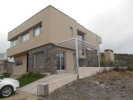 CASA DALVIAN LOS PUQUIOS: Casas de estilo moderno por MABEL ABASOLO ARQUITECTURA