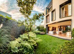 Jardines de estilo  por Lopez Duplan Arquitectos