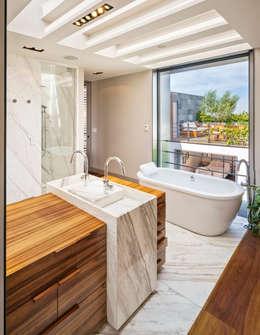Ванные комнаты в . Автор – Lopez Duplan Arquitectos