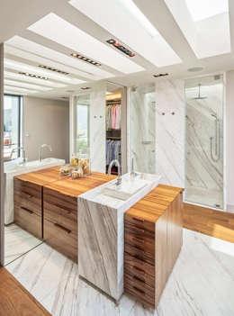 Casa CSF: Baños de estilo  por Lopez Duplan Arquitectos