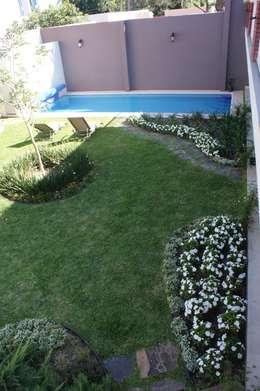 Jardines de estilo  por Arquimia Arquitectos