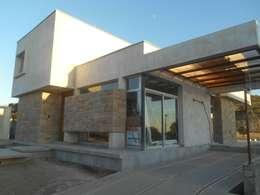 CASA DALVIAN M77: Casas de estilo moderno por MABEL ABASOLO ARQUITECTURA