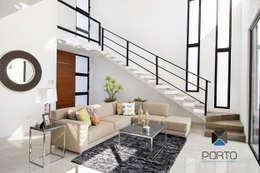 moderne Woonkamer door PORTO Arquitectura + Diseño de Interiores